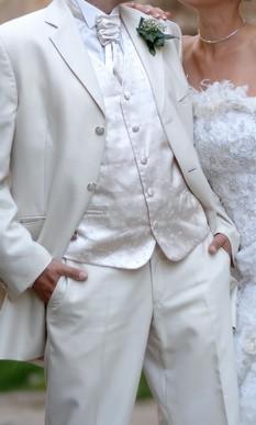 Adriana a Ivan - ako to všetko vlastne dopadlo - detail obleku