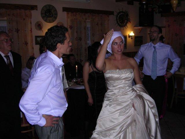 """Petra{{_AND_}}Martin - čepiec sme v svadobnom zhone zabudli :-(, musela poslúžiť """"náhrada"""" z kuchyne :-o, účel splnila ... tak čo .."""