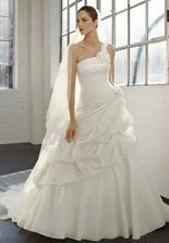Šaty máme - Madeline Gardner NY, model Emily...