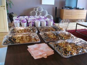 Den před svatbou - koláčky dorazily, můžeme se dát do kompletování výslužek :-)