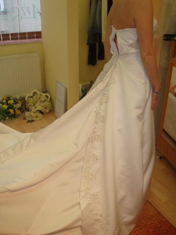 Petra a Marek - 8. šaty zo zadu mali úžasnú vlecku