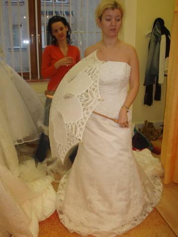 Petra a Marek - Slnečník som si tiež zapožičala. Bude sa pekne vynímať na svadobných fotkách.
