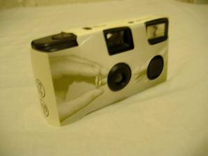 V každom balení je 6 takýchto fotoaparátov.