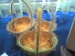 košíčky naplněné okvětními lístky,tak budou vypadat :-)