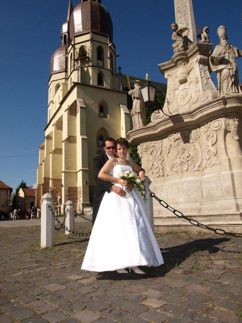 Janka Pastvová{{_AND_}}Martin Šteiger - pred bazilikou, kde sme si povedali svoje áno