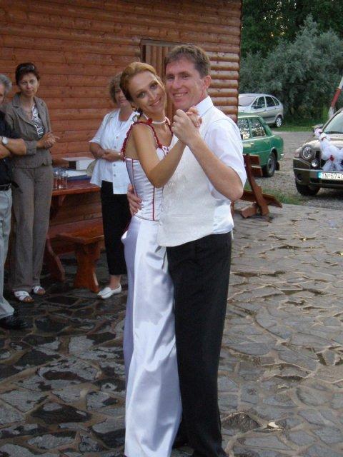 Zuzana Košťálová{{_AND_}}Ivan Sivčák - a ďalší tanec, už vonku na terase