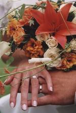 Vypůjčila jsem si ze svatebního alba!! Majitelům se omlouvám, ale strašně se mi ta fotka líbí! :-)