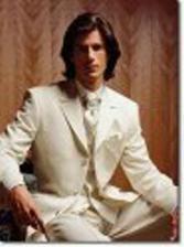 Pokud by zůstal béžový, tak musíme vymyslet barvu košile a fran. kravaty!
