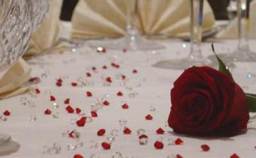 najprv sme chceli mat cervenu dekoraciu....a moje oblubene ruze...
