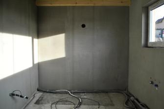 Kuchyňa v lepidle s vodou, kanálom, elektrikou a dierou na digestor