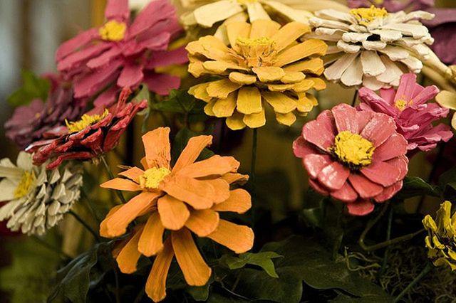 Jeseň prišla, farbí nám svet.... - kvetinky zo šišiek