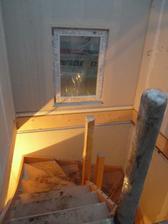 přidané okýnko na schodišti