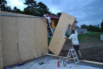 dom postavili za 10 dní