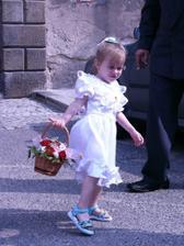 Nejmenší a nejmladší družička Kristýnka.