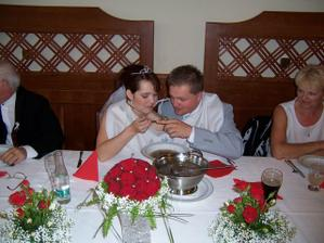 Jíst polévku děrovanou lžící je umění.