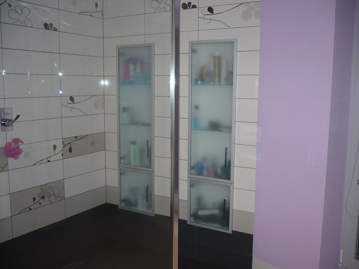 Poschodie - skrinky v sprch.kúte