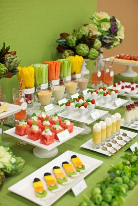 Stoly se sladkostmi - Zelenina a ovoce-varianta pro ty,kteří sladkostem moc nefandí :)