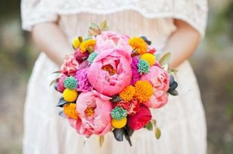 Veselá, barevná kytice.