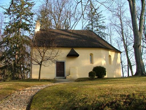 Místa pro svatbu - Zámek Červená Lhota - kostelík Nejsvatější Trojice