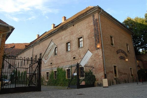 Místa pro svatbu 2 - Galerie a restaurace Podkova
