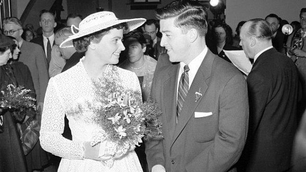 Svatby celebrit - Olga Fikotová a Harold Connoly (1957)