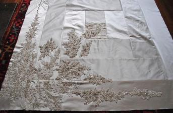 Deka ze svatebních šatů