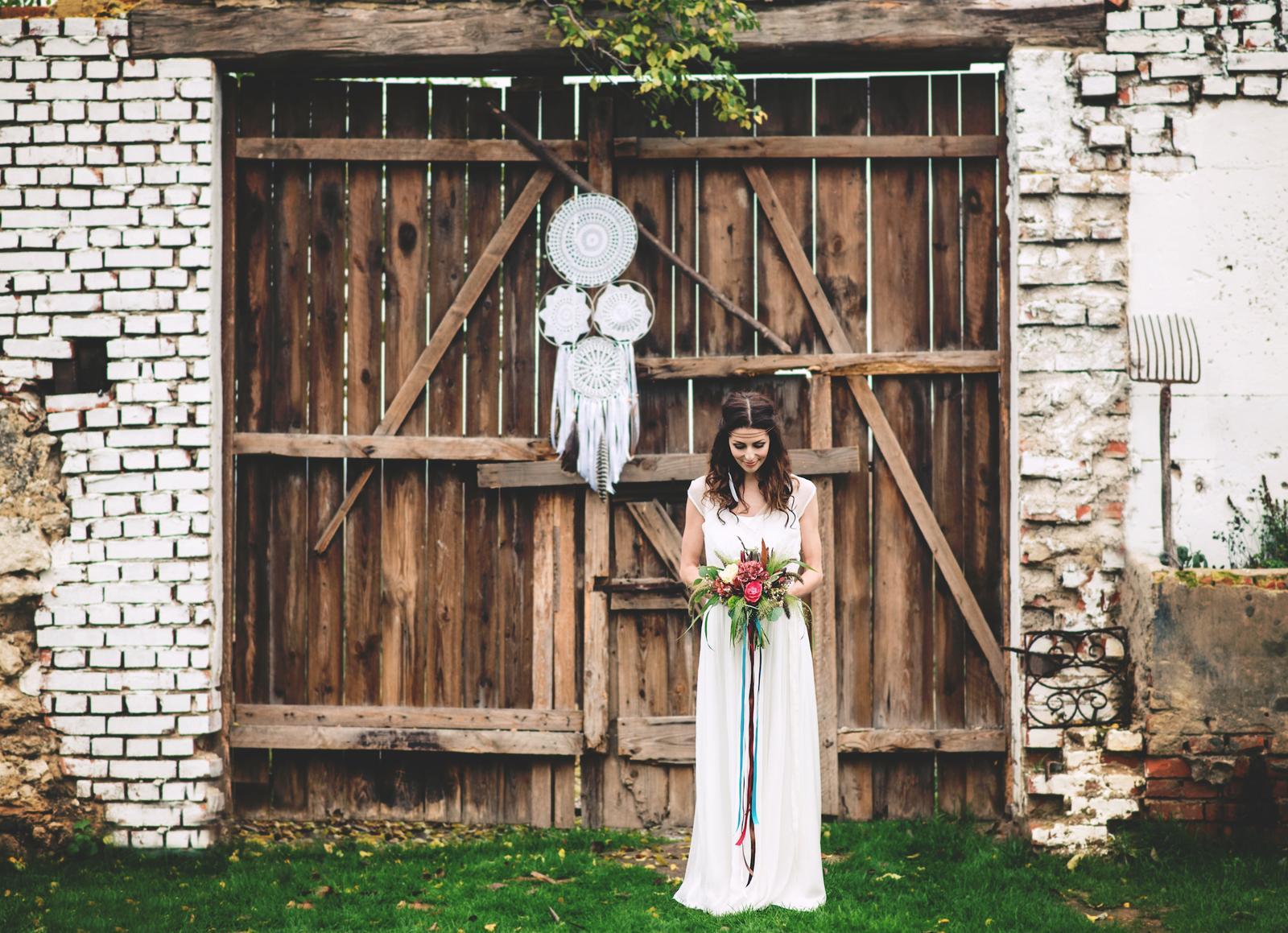 Svatební šaty - Marie Mukařovská - Foto - Lucie Sasínková