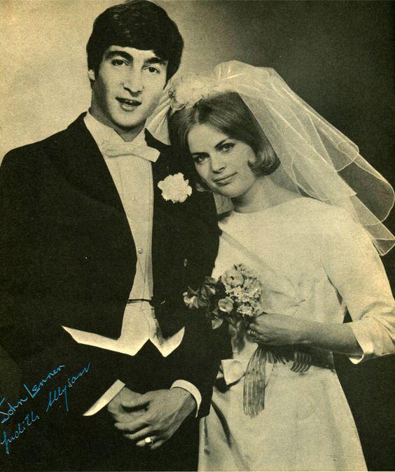 Svatby celebrit - John Lennon a Cynthia Powell (1962)