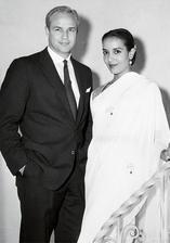 Marlon Brando a Anna Kashfi (1957)