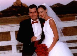 Charlie Sheen a Donna Peele (1995)