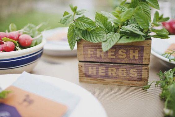 Hosté ocení - Čerstvé bylinky na stolech