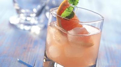 Růžový koktejl z vodky a grapefruitu
