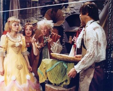 Svatby z filmů a seriálů - Až já budu královna - svatební šaty z marcipánu :-)