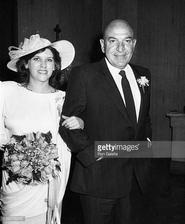 Telly Salavas (Teockrat Kojak) a Julie Hovland (1984)
