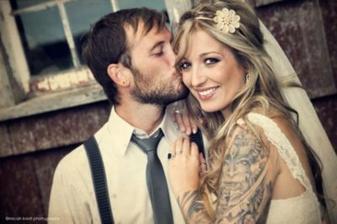 krásná...miluju tetované nevěsty...jsou úžasné :-)