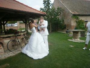 Novomanželé s nejmenšími svatebčánky Adámkem a Melánkou