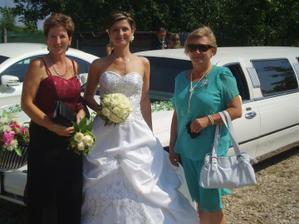 s maminkou (vlevo)