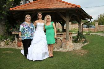 Vlevo bratrova manželka, vpravo manželova sestra:-)