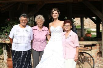 vlevo moje babičky, vpravo je manželova babička