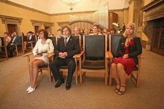rodiče ženicha a moje sestřička- trochu si nerozumněli, rodiče seděli opačně:)ale proč ne:)