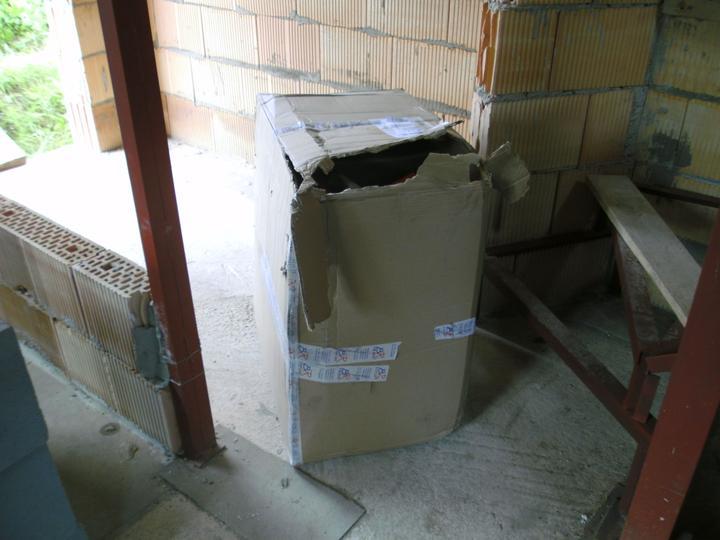 ...betonaz 2.NP,rucne po vedrach po schodoch... :-) - Obrázok č. 1