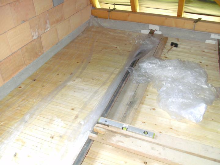 ...betonaz 2.NP,rucne po vedrach po schodoch... :-) - Obrázok č. 14