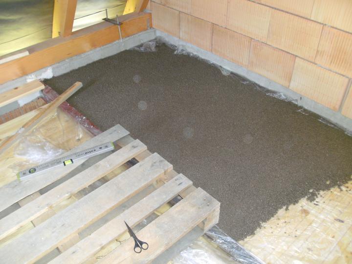 ...betonaz 2.NP,rucne po vedrach po schodoch... :-) - Obrázok č. 19
