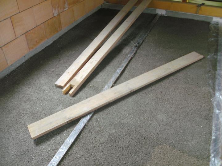 ...betonaz 2.NP,rucne po vedrach po schodoch... :-) - Obrázok č. 21