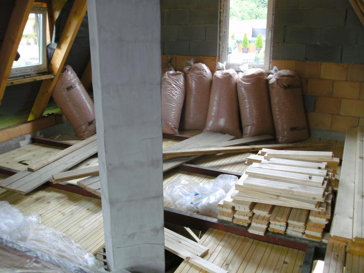 ...betonaz 2.NP,rucne po vedrach po schodoch... :-) - Obrázok č. 22
