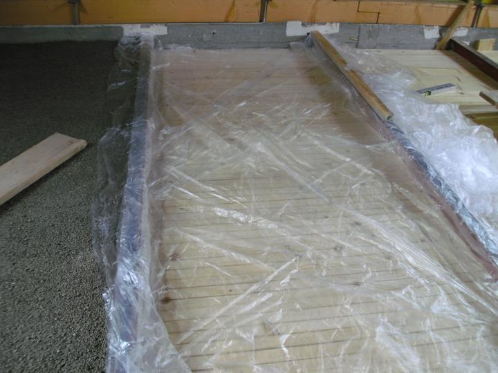 ...betonaz 2.NP,rucne po vedrach po schodoch... :-) - Obrázok č. 23