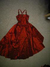 A pak se zrodily moje šaty