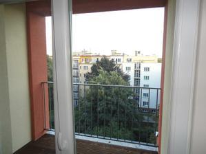 balkon a vyhled do zelene