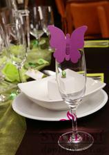taky budememít motýlky na skleničkách