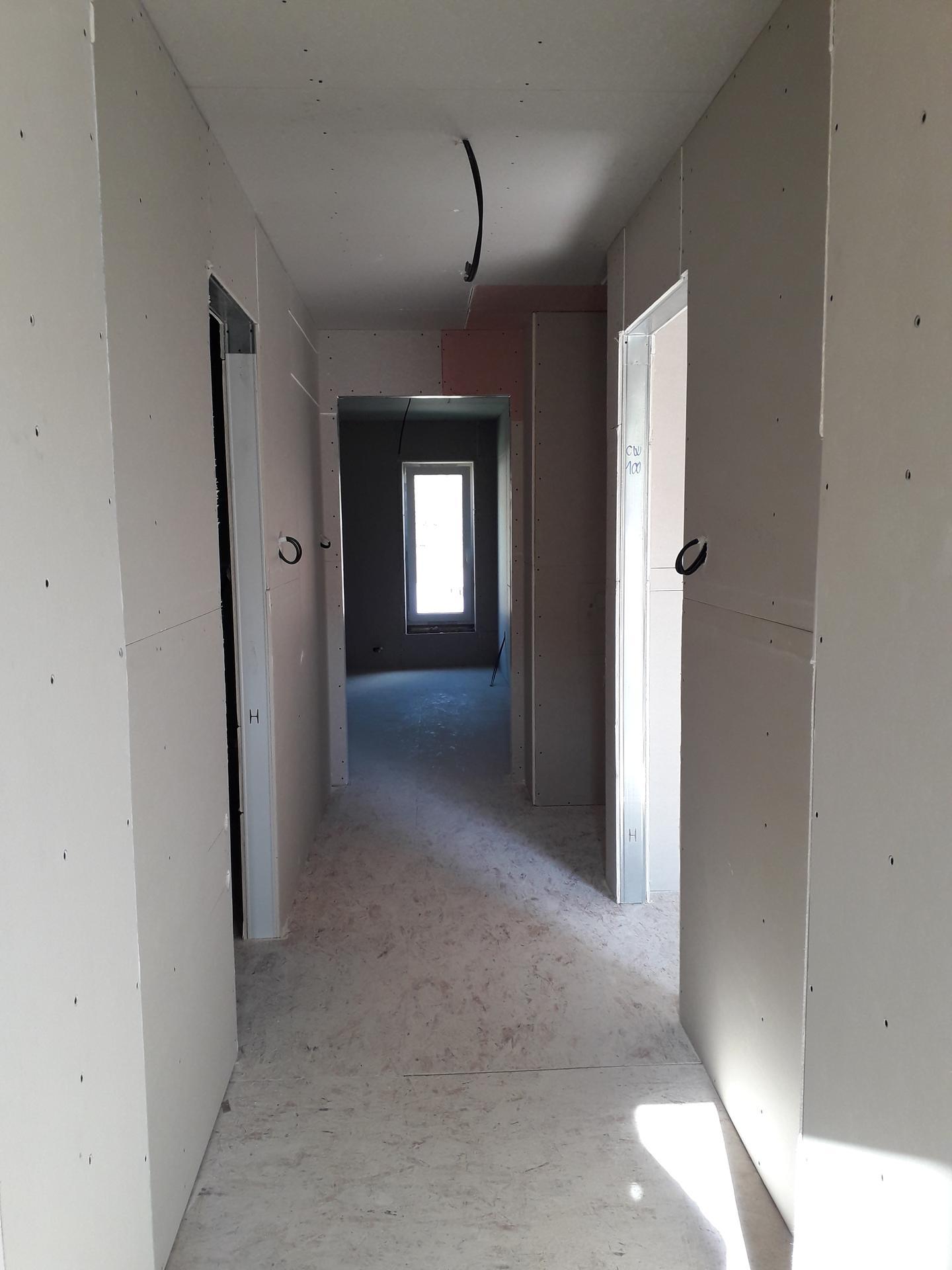 Dom/rekonštrukcia, sen/náročné obdobie :-) - chodba podkrovie 10/2019